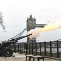 女王背後的男人 英國41響禮炮致敬菲利普親王