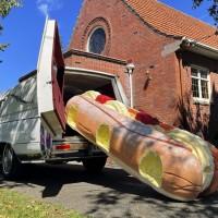 紐西蘭葬禮出現「巨大奶油麵包」?棺木店「最後的幽默」緩解家屬傷痛