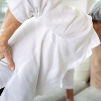 逾9成台灣女性為骨鬆高危族群 掌握三大症狀「駝矮痛」及早治療避免骨折