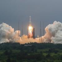 【警報解除】中國「不受控」火箭殘骸 •墜馬爾地夫外海 美國防部長譴責:不負責任