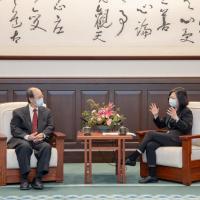 台灣總統蔡英文感謝已故「科學中藥之父」許鴻源 接見家屬守護台灣藝術家表謝意