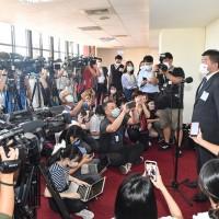 最新【台灣恐進入三級警戒?!】陳時中: 萬華個案和新北獅子會群聚有「連結」•警戒升級可能性降低