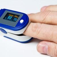 更新【血氧監測】台灣武肺確診者頻傳隔離猝死 醫師教2方法•助及早發現「快樂缺氧」現象