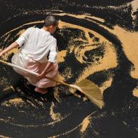 台灣知名藝術家李明維慕尼黑特展 代表作耗時900小時7,000公斤砂子作畫