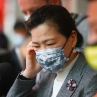 台灣首位部長隔離!經濟部員工確診 部長王美花現身紓困記者會遭質疑未居家隔離