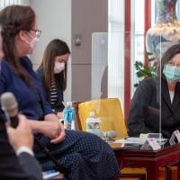 【展現台美堅若磐石的情誼】接見美聯邦參議員訪團 蔡英文總統:感謝美國捐贈疫苗 對台灣是及時雨