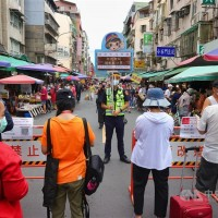 Taiwan to step up crowd control for marketgoers