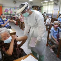 Taiwan rebuts claim people rushing to China for COVID vaccination