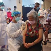 第2批日本AZ疫苗17日發放 75歲以上配發量增至53%