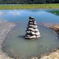 台灣日月潭有進帳• 「九蛙疊像」第9號終於喝到水 周邊仍有淤積土堆