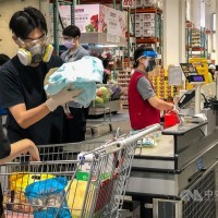 Taiwan considers inoculating supermarket cashiers against COVID