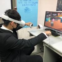 結合VR、腦電圖 弘光科大研發復健系統 遠距照護減少染疫風險