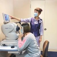 疫情宅在家緊盯3C 當心視力惡化 醫籲四大族群應定期眼睛檢查