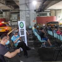 台灣13日起微解封 交通部長王國材要求計程車•落實簡訊實聯制與消毒措施