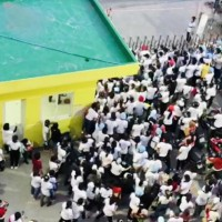 Video shows Vietnamese workers escape Taiwanese-owned factory amid COVID fears