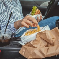 Eating, drinking ban in cars partially lifted across Taiwan