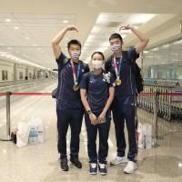 中華隊英雄返台灣了!羽球隊李洋王齊麟戴資穎帶金、銀牌凱旋返台