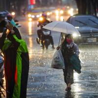 中央氣象局: 今台東有36度以上高溫•應注意 氣象專家吳德榮:15至20日•午後常有局部陣雨或雷雨