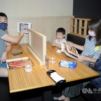 New Taipei to keep partitions requirement for families dining at restaurants