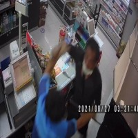 Man slashes clerk with knife after eating instant noodles in New Taipei Hi-Life