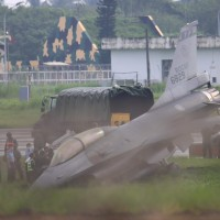 Taiwan F-16 dips nose-forward into ditch