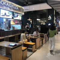 泰國單日確診破萬仍「微解封」 餐廳、百貨、按摩業重新開放