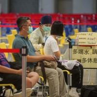 台灣AZ疫苗加開23至28歲族群•至少已33萬人預約完成 指揮中心: 年滿20歲以上•高端9月6日前隨到隨打