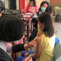 【BNT疫苗接種常見問題】副作用為何?誰不能施打?如何避免暈針?注意事項報你知