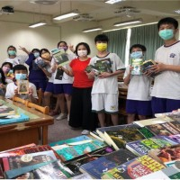 Taiwan students receive donated English books collected by U.S. non-profit