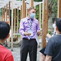 台北松山文創園區聯手美國在台協會 小學生成英語導覽員穿梭古蹟