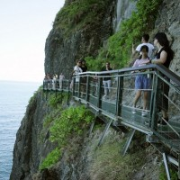 Taiwan's Fengbin Skywalk reopens to tourists on Sept. 18