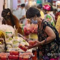 台灣釋迦蓮霧遭中國禁止輸入 農委會擬推「五倍券挺果農就加碼農遊券」