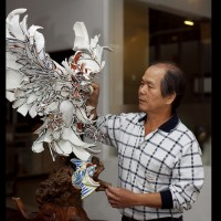 Man who turns shattered ceramics into art honored with Taiwan's top crafts prize