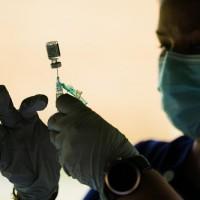 美國CDC批准追加施打第三劑疫苗!老人、高風險群可續接種輝瑞
