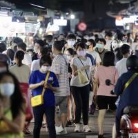 Mask wearing at Taiwan night markets to remain compulsory