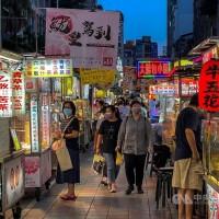 (更新)台灣口罩規定有望鬆綁但仍「禁夜市」!陳時中3日公布戶外空曠處方案