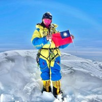 Taiwan female mountaineer successfully reaches third highest peak in the world