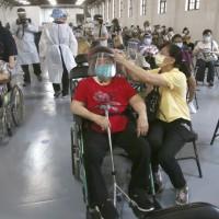 Taiwan starts study on efficacy of mixing AZ, Moderna COVID vaccines