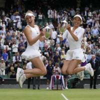 謝淑薇溫網女雙奪冠 抱走第四座大滿貫金盃