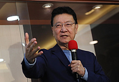 China Broadcasting Corporation chairman announces candidacy for Taiwan president