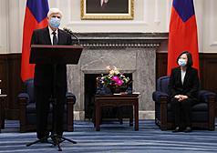 接見拜登特使團 蔡英文:強化台灣與美國的夥伴關係
