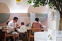 9月6日前維持二級疫情警戒 台灣放寬同住親友聚餐不用隔板
