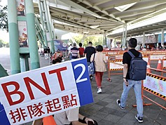Crowds flood northern Taiwan vaccine sites after 'Walk-in BNT shots' message