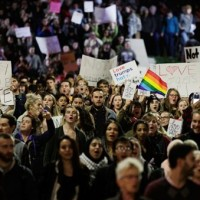 全美各城市的川普示威 西部學術重鎮瀰漫哀傷氣息