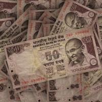 一夕之間成廢紙  印度打黑金出擊