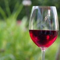 研究:喝紅酒可降低吸菸對心血管的損傷