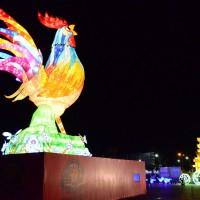 每日一圖:南投燈會開鑼 沙雕恐龍展熱鬧迎春