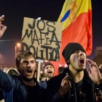 政府修法釋放貪污犯 羅馬尼亞首都12萬人抗議