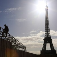 好看又安全 巴黎觀光景點引進「玻璃牆」