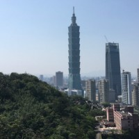Couple robbed at knifepoint on Taipei's Elephant Mountain trail